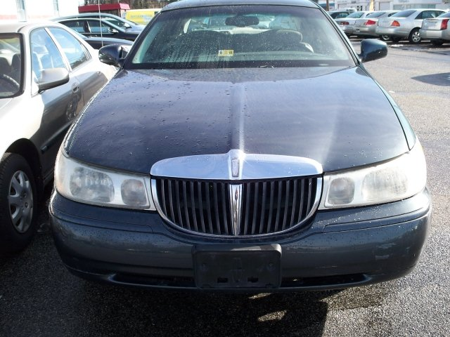 1998 Lincoln Town Car Signature 4-Speed Automatic
